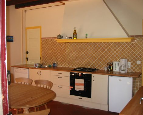 gite carlit kitchen